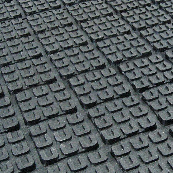 KRAIBURG maxiBOX rubber flooring system for deep bedded stalls