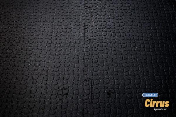 KRAIBURG Cirrus alley scraper flooring top seam view.